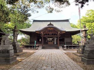 P5239040六椹八幡宮拝殿.jpg