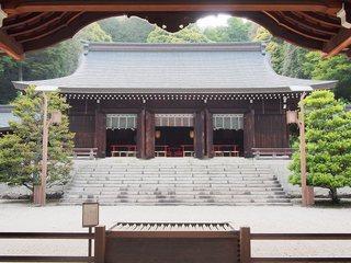 P5250170近江神宮拝殿.jpg