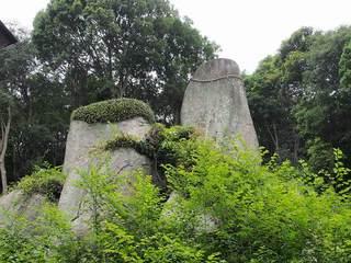 P6010270岩上神社神籠石.jpg