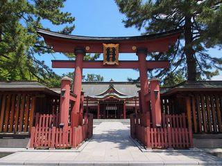 P6080430気比神宮鳥居と拝殿.jpg