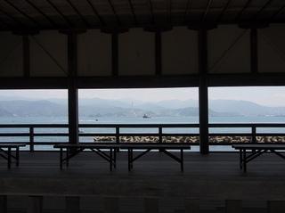 P6080472常宮神社舞殿からの敦賀湾.jpg